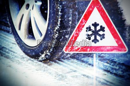 pneumatici invernali con il segno strada