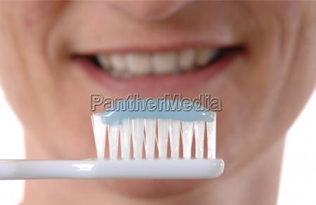 spazzolatura dei denti
