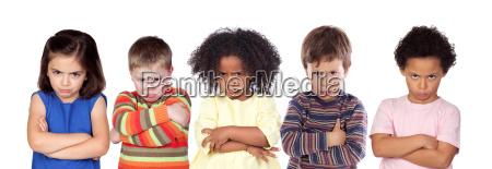 cinco criancas irritados