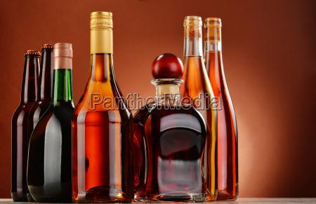 bere vino alcool bottiglia assortito prodotto