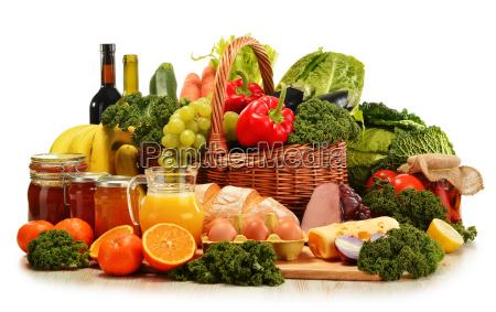 cestino di vimini con assortiti frutta