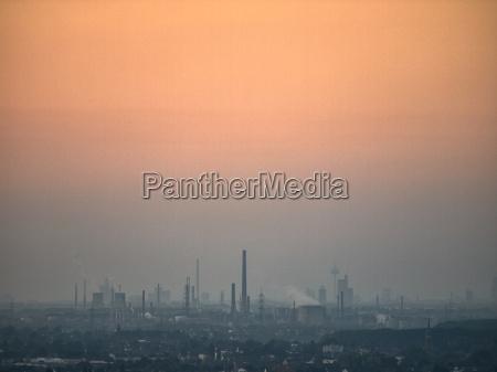 tramonto smog camini fabbriche