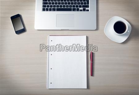 scrivania caffe cellulare