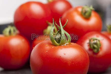 pomodori su una lastra di ardesia
