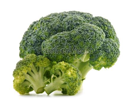 broccolo organico fresco isolato su bianco