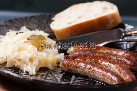 salsicce di ruggine con crauti in