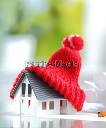 cappello a maglia rosso a risparmio