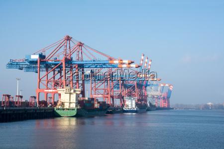 porto merci di amburgo sul fiume