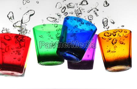 bicchiere bere liquido rilasciato appartato isolato