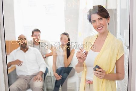 donna ufficio risata sorrisi carriera scrivere