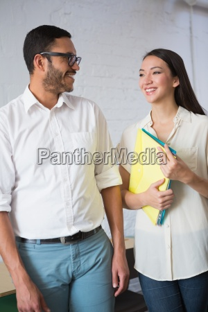 donna ufficio risata sorrisi femminile virile