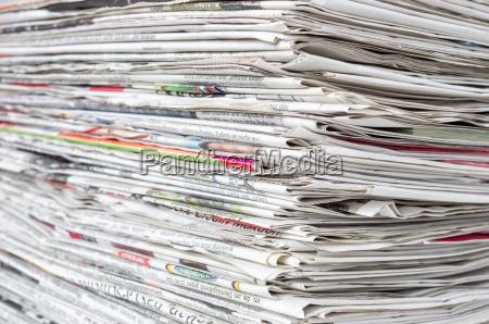 giornali impilati