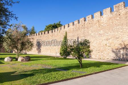 le antiche mura della citta di