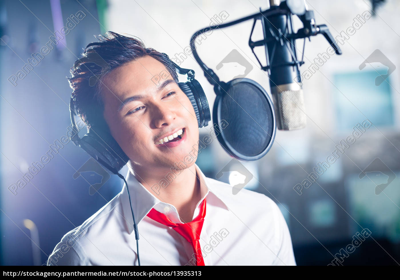 asian, male, singer, producing, song, in - 13935313