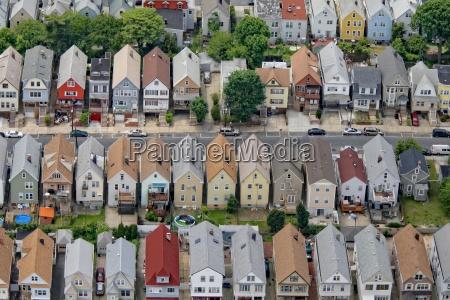 strada residenziale nel sobborgo di new
