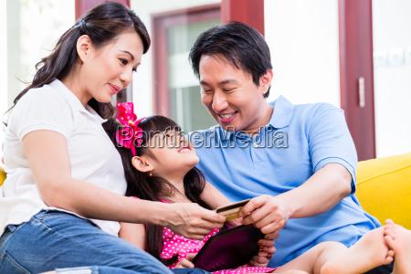 cinese shopping online famiglia con il