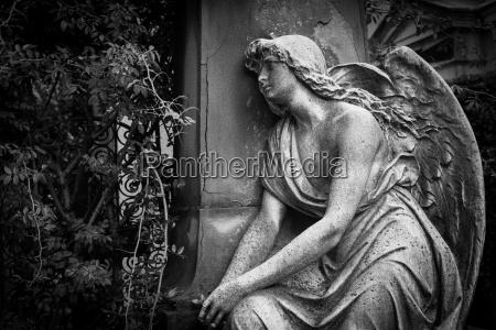 vecchia statua del cimitero