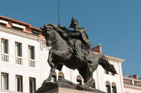 monumento venezia ciclista cavallerizzo imperatore re