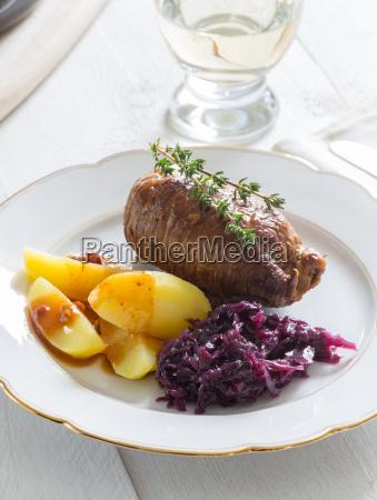 bovino patate bollite cavolo rosso timo