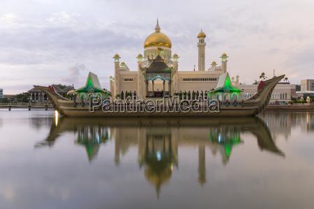 moschea del sultano omar ali saifuddien