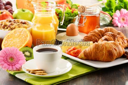 composizione con colazione sul tavolo dieta