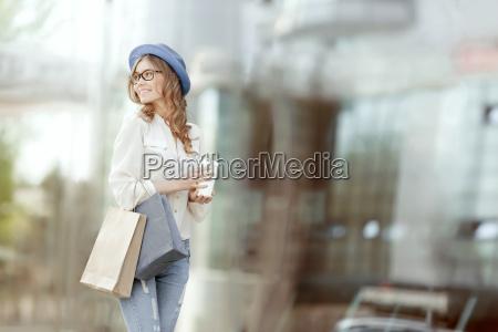 donna negozio comperare borse urbano portare