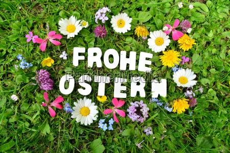 buona pasqua sul prato di fiori