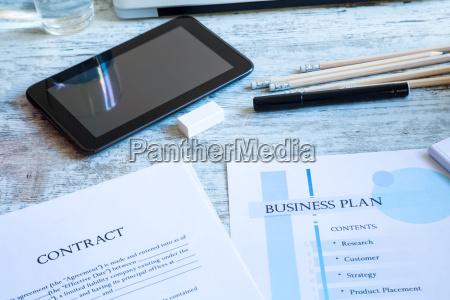 ufficio strategia presentazione contratto avoro progettazione