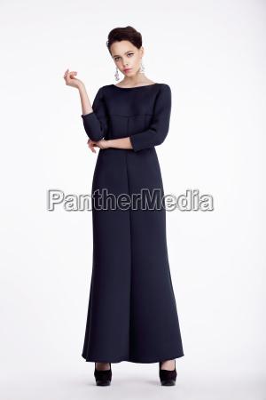 intera lunghezza ritratto di elegante donna