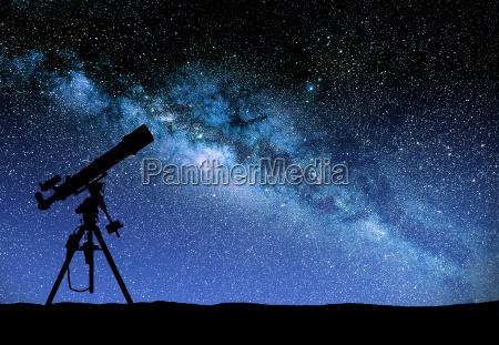 telescopio che osserva il modo wilky