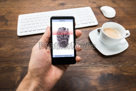 telefono persona mani che tengono mobile