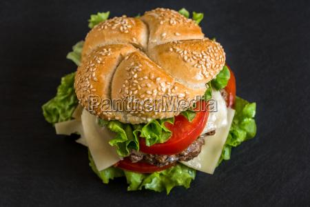hamburger con verdure fresche