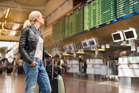 donna aspettare attesa borsetta lavagna pannello