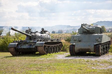 old abbandonato carri armati dopo la