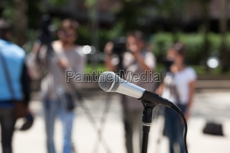 microphone in focus against blurred cameraman