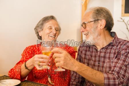 vecchie coppie al ristorante