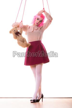 donna ragazza stilizzato come marionette a