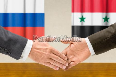 mano mani cooperazione collaborazione accordo bandiera