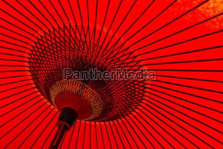 ombrello rosso tradizionale giapponese