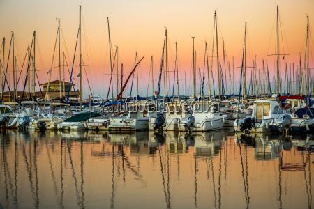 tramonto porto francia alba specchio barche