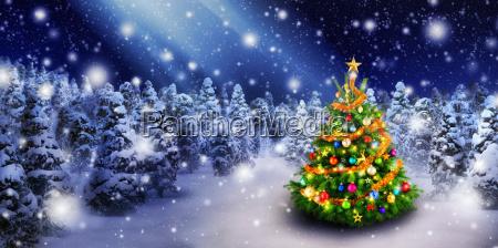 albero di natale in bella neve