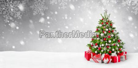 albero di natale e sfondo neve