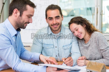 donna casa costruzione risata sorrisi scrivania