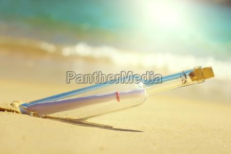 riva del mare spiaggia bottiglia lettera