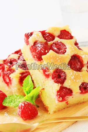 raspberry cake slices