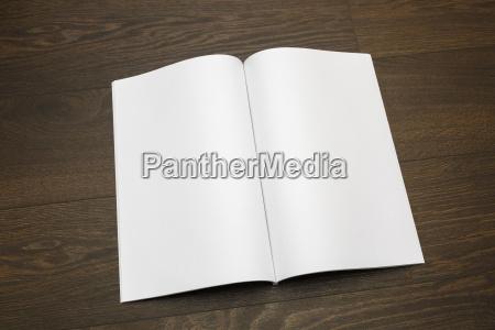 spettacolo presentazione opuscolo brochure oggetto educazione