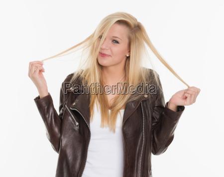 giocoso capelli timido pettinatura fili parrucchiere