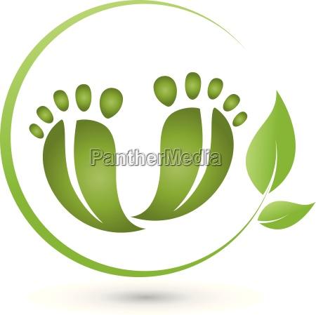due piedi e le foglie il