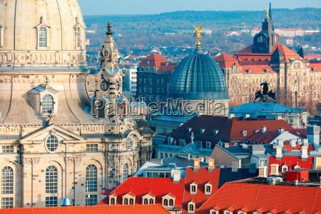 veduta aerea di cupole e tetti