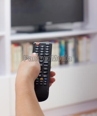 donna donne tempo libero telecomando tv